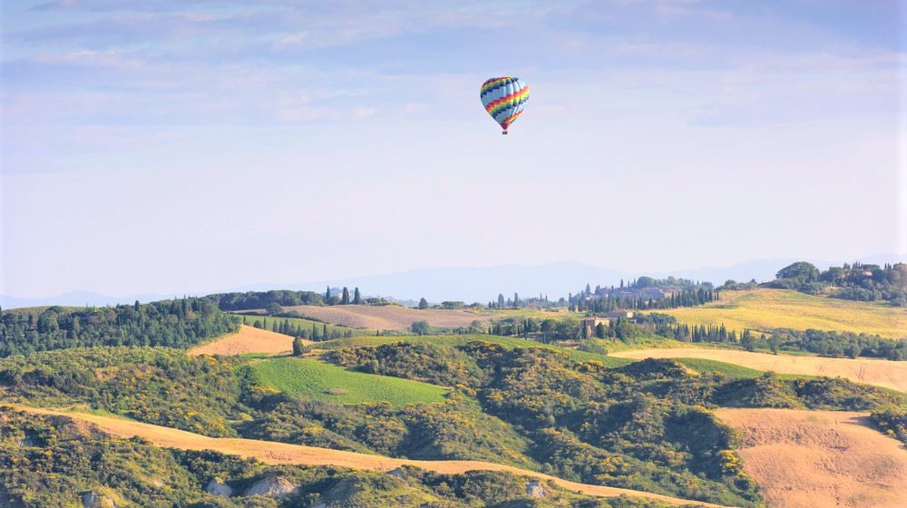 BALOONIG IN TUSCANY Emotional views on the rolling hills